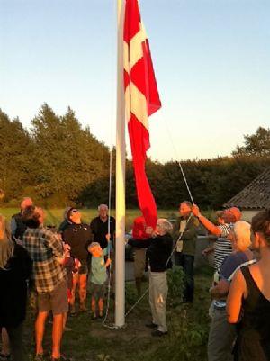 Flaget vejrer over Midskov